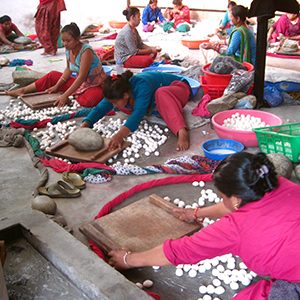 Friendshandicraft-Folknepal-fairtrade-Fairmonkey-Nepal-feltball