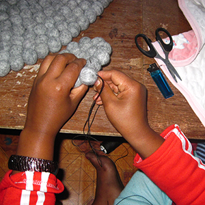 Friendshandicraft-Folknepal-fairtrade-Fairmonkey-Nepal-feltball-feltcarpet