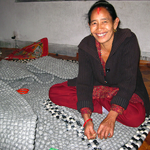 Friendshandicraft-woman-Folknepal-fairtrade-Fairmonkey-Nepal-feltball